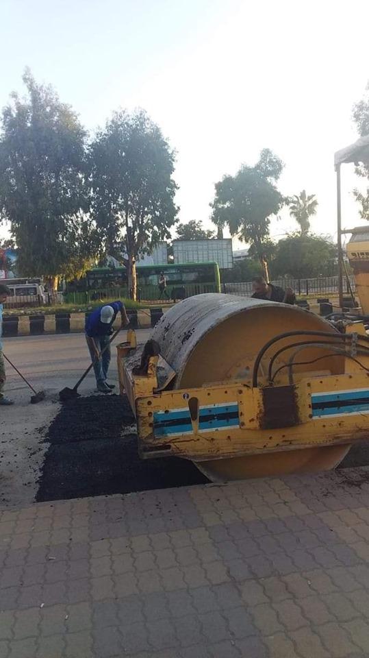 أعمال ترميم للحفر في شارع حلب