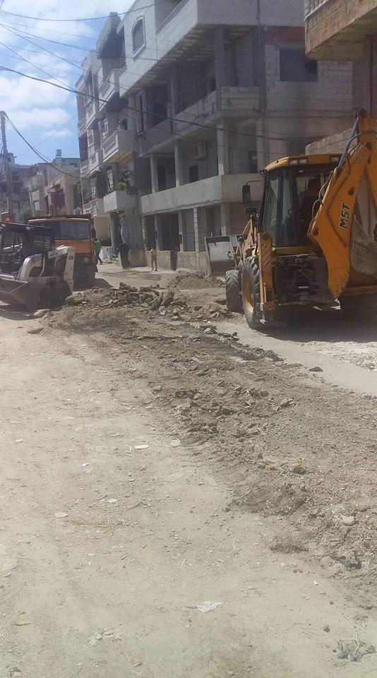 متابعة أعمال ترميم الحفر بالمجبول الزفتي في حي المشاحير