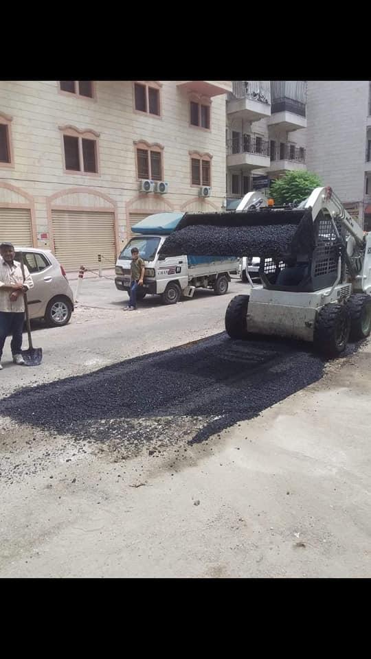 أعمال ترميم للحفر في شارع المثنى بن الحارث