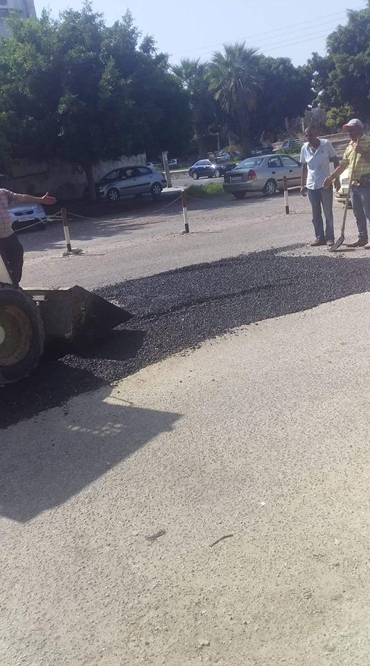 استمرار أعمال ترميم الحفر في شوارع و أحياء المدينة