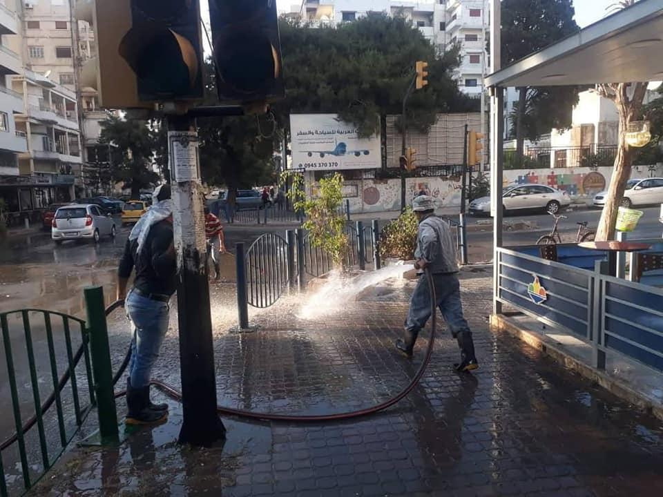 ورشات مديرية النظافة تتابع أعمالها في شوارع و أحياء المدينة