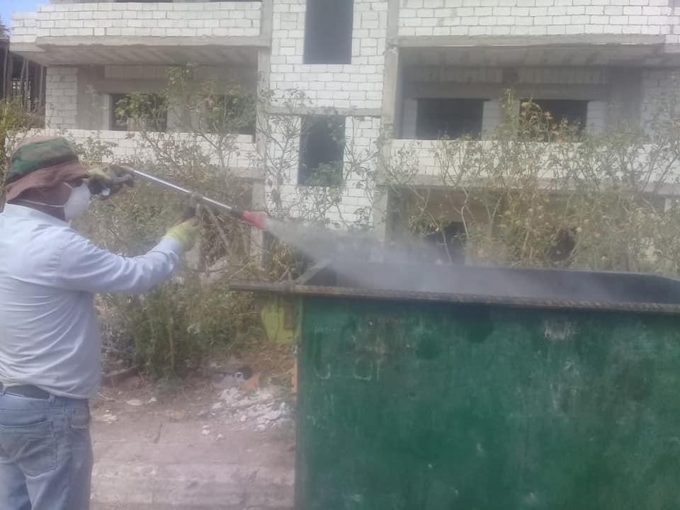 أعمال رش للمبيدات الضبابية في مختلف أحياء المدينة