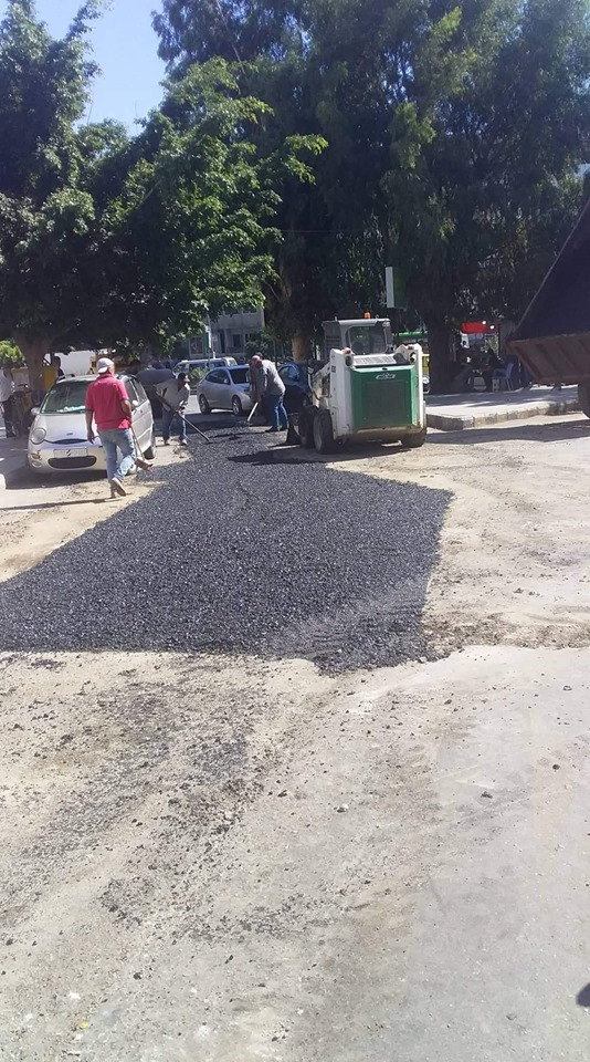ورشات دائرة الصيانة تتابع أعمال ترميم الحفر في شوارع و أحياء المدينة