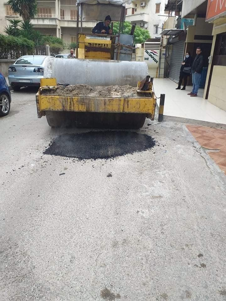 أعمال صيانة و ترميم للحفر في مشروع الصليبة