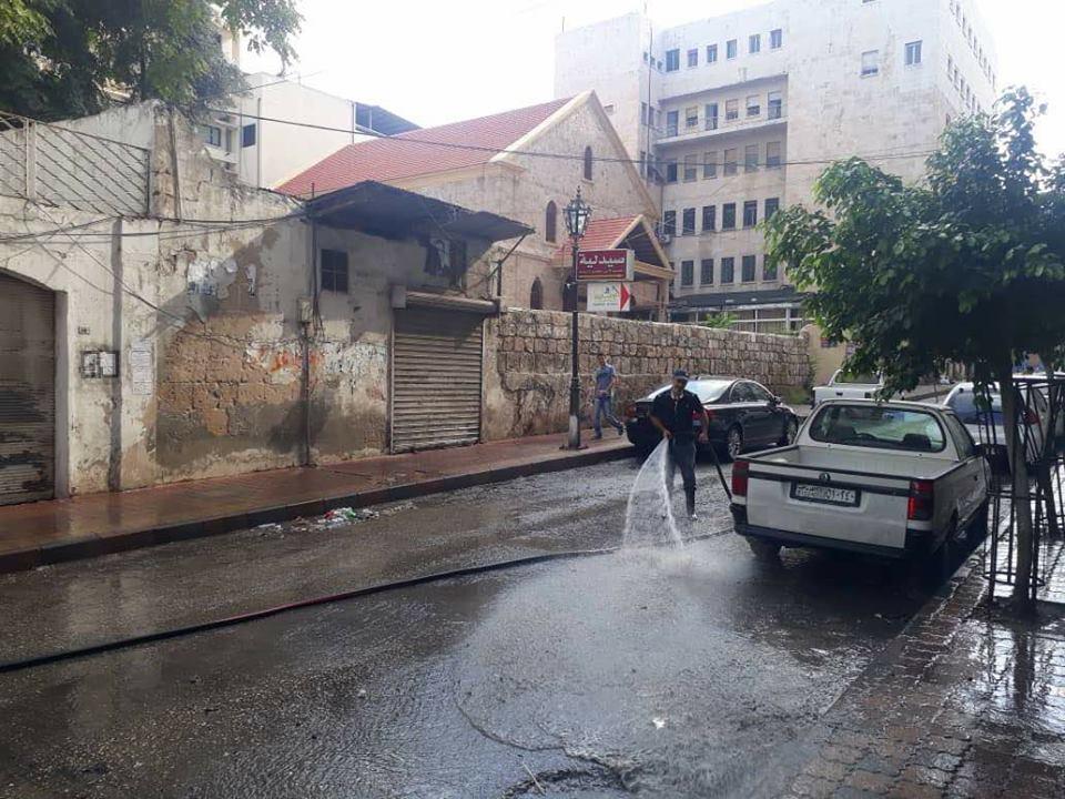 أعمال تنظيف و شطف في أحياء متفرقة من المدينة