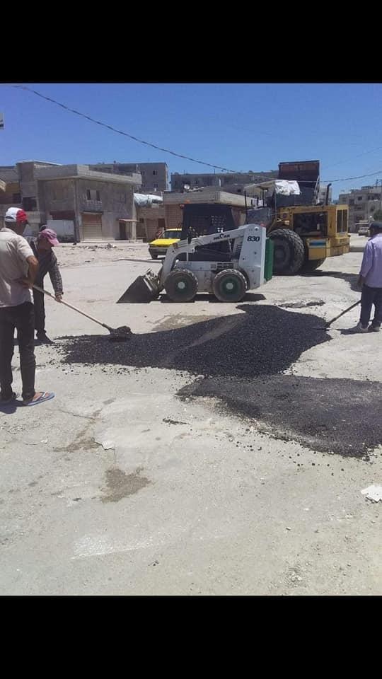 أعمال تزفيت و ترميم للحفر في حي الطابيات ومسبح الشعب