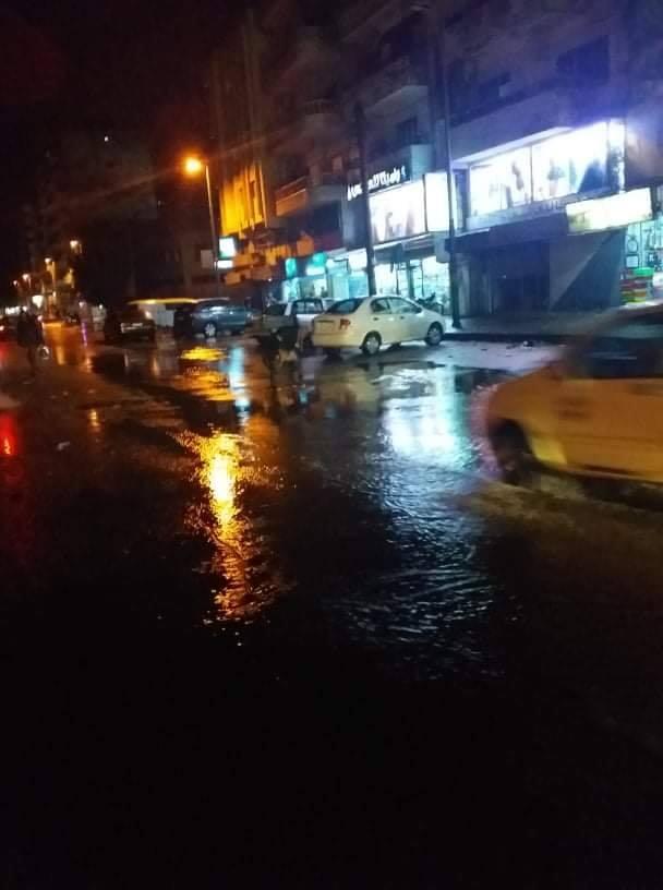 تنظيف القناة المطرية وتعزيل الفوهات المطرية على طريق الشاطئ