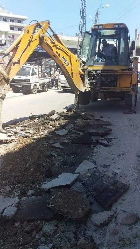 أعمال ترميم للحفر بمادة المجبول الزفتي في حي دعتور دمسرخو